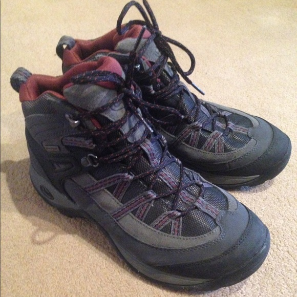 0713b5cd207 Like New Chaco Hiking Boots - Men's Size 9.5